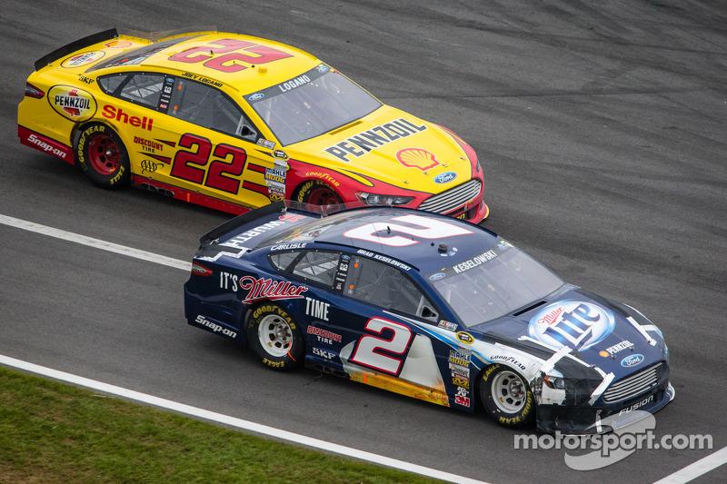 Brad Keselowski, Penske Racing Ford en Joey Logano, Penske Racing Ford