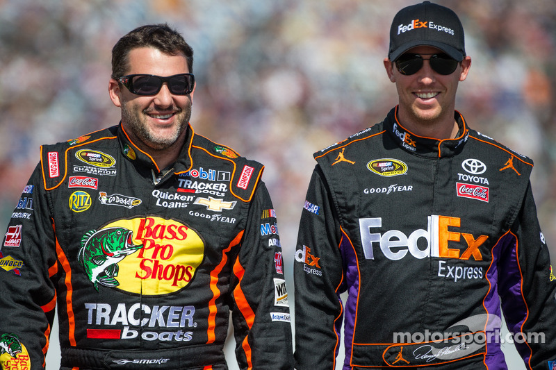 Tony Stewart, Stewart-Haas Racing Chevrolet and Denny Hamlin, Joe Gibbs Racing Toyota
