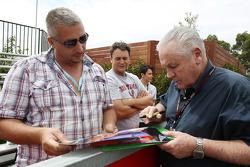 Alan Jones, signs autographs for the fans