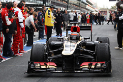 Race winner Kimi Raikkonen, Lotus F1 E21 enters parc ferme