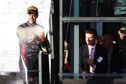 Sebastian Vettel, Red Bull Racing, feiert auf dem Podium Platz 3