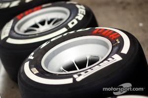 P Zero White medium tyre