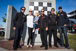 Dan Wheldon Memorial and Victory Circle unveiling ceremony: Susie Wheldon with past Grand Prix of St. Petersburg winners Dario Franchitti, Helio Castroneves, Will Power and Graham Rahal