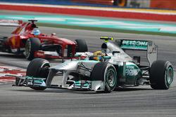 Lewis Hamilton, Mercedes AMG F1 W04 leads Fernando Alonso, Ferrari F138