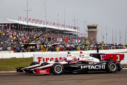 Restart: Will Power, Team Penske Chevrolet and Helio Castroneves, Team Penske Chevrolet battle for the lead
