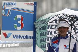 Grid girl of Gabriele Tarquini, Castrol Honda World Touring Car Team Honda Civic