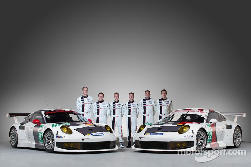 Йорг Бергмайстер, Тимо Бернхард, Марк Либ, Ромен Дюма, Патрик Пиле и Рихард Лиц. Презентация Porsche 911 RSR, студийная фотосессия.