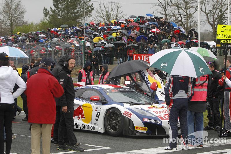 #9 Sébastien Loeb Racing McLaren MP4-12C: Sébastien Loeb, Alvaro Parente on the grid