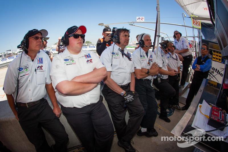Alex Job Racing team bekijkt de kwalificatie