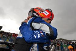 GT500 vencedor da prova Takuya Izawa and Takashi Kogure