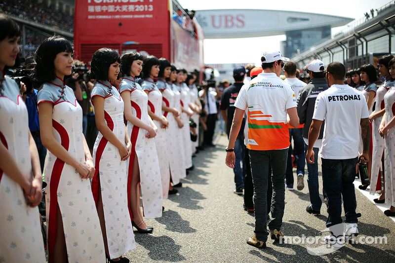 Adrian Sutil, Sahara Force India F1 en Lewis Hamilton, Mercedes AMG F1 bij de rijdersparade