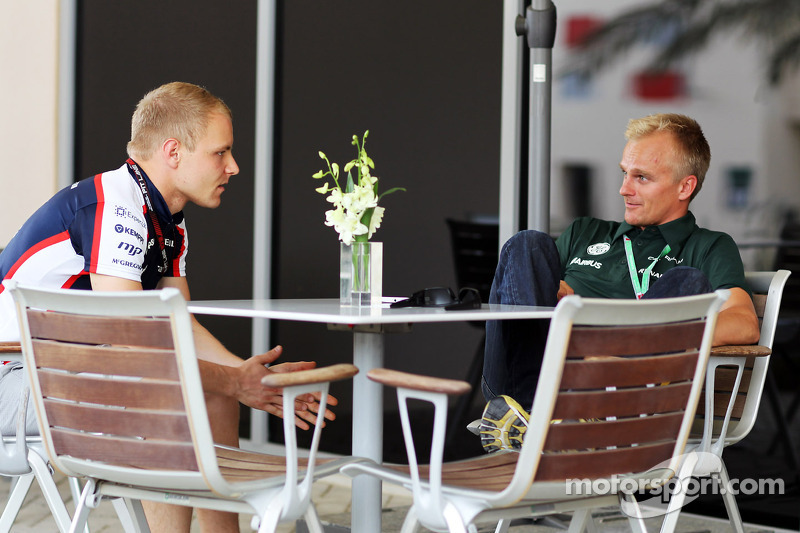 (L naar R): Valtteri Bottas, Williams met Heikki Kovalainen, Reservecoureur Caterham F1 Team