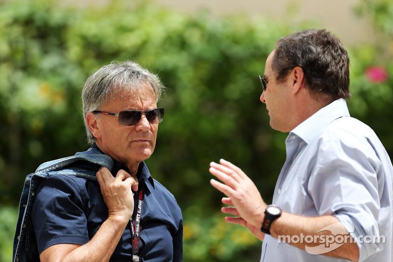 (L naar R): Mark Surer, met Gerhard Berger