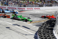 Restart crash between James Hinchcliffe and EJ Viso