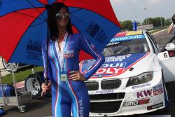 Liqui Moly girl and Franz Engstler, BMW E90 320 TC, Liqui Moly Team