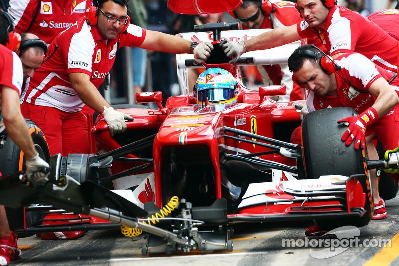 Фернандо Алонсо (Ferrari) на піт-стопі