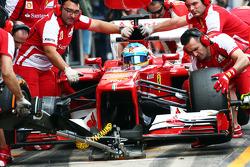 Fernando Alonso, Ferrari practices a pit stop