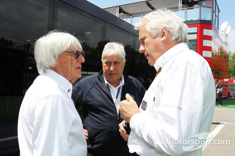 (L naar R): Bernie Ecclestone, CEO Formula One Group, met Herbie Blash, FIA Delegate en Charlie Whit