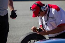 Bridgestone technician checking the Deltawing tires