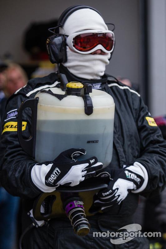 Rowe Racing reabastecimento pronto para o pit stop