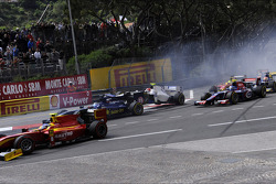 Start of the race, Crash, Kevin Ceccon