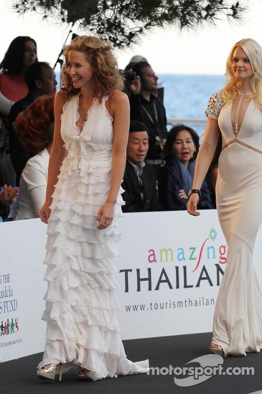 Laura Jordan, vriendin van Paul di Resta, Sahara Force India F1, bij de Amber Lounge Fashion Show