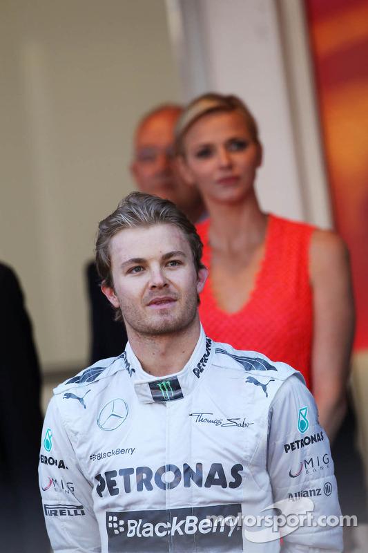 Racewinnaar Nico Rosberg, Mercedes AMG F1 viert het resultaat op het podium