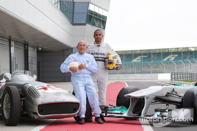 Stirling Moss and Lewis Hamilton pose for photographs