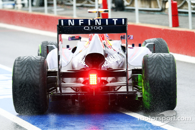 Flow-vis paint on the Red Bull Racing RB9 exhaust of Mark Webber, Red Bull Racing RB9
