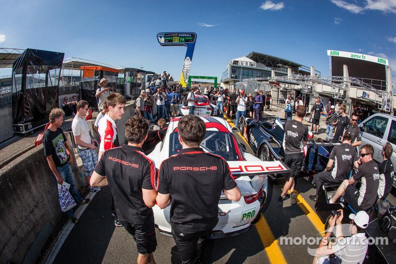 #92 Porsche AG Team Manthey Porsche 991 RSR