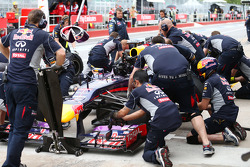 Sebastian Vettel, Red Bull Racing RB9 practices a pit stop and a steering wheel change