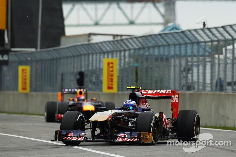 Daniel Ricciardo, Scuderia Toro Rosso STR8 voor Sebastian Vettel, Red Bull Racing RB9