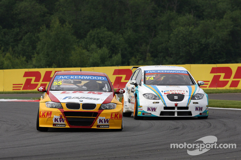 Darryl O'Young, BMW E90 320 TC, ROAL Motorsport en Pepe Oriola, SEAT Leon WTCC, Tuenti Racing
