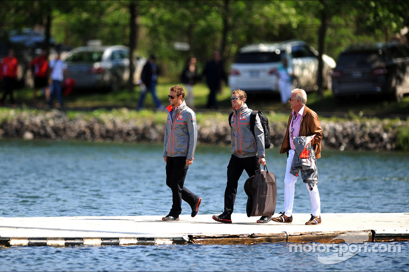 Jenson Button, McLaren with Mike Collier, Personal Trainer and John Button