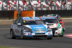 Alex MacDowall, Chevrolet Cruze 1.6T, bamboo-engineering and Tiago Monteiro, Honda Civic Super 2000 TC, Honda Racing Team Jas