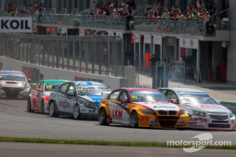 Darryl O'Young, BMW E90 320 TC, ROAL Motorsport  en Tom Chilton, Chevrolet Cruze 1.6 T, RML