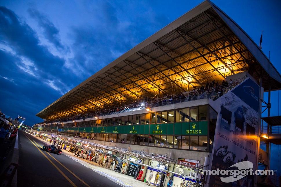 La Sarthe lit up for Thursday qualification
