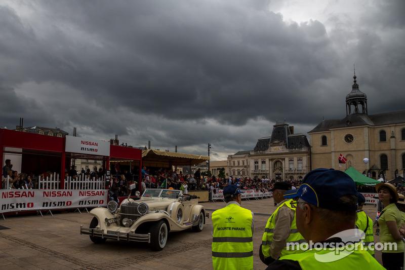 Het is bewolkt bij de Grande Parade des Pilotes