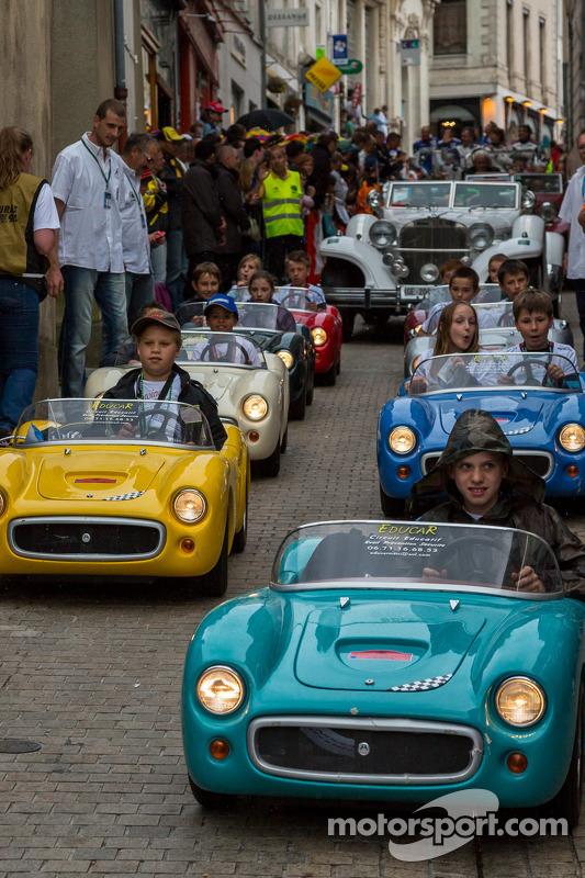 Mini carros para mini pilotos