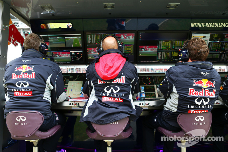 Adrian Newey, Red Bull Racing Chief Technical Officer, en Christian Horner, Teambaas Red Bull Racing, aan de pitmuur