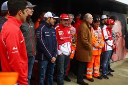Coureurs, marshals, en Jean Todt, FIA President herdenken Mark Robinson, de marshal die om het leven kwam bij de Canadese GP