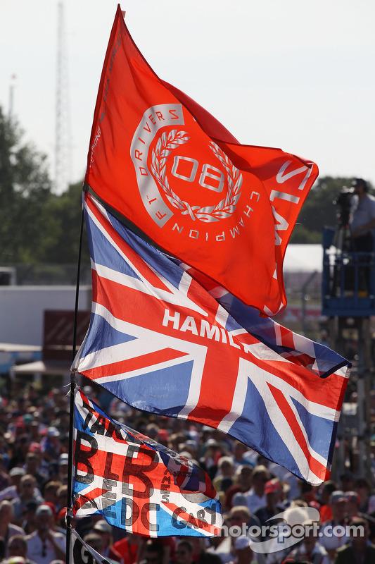 Bandeiras após o concerto pós corrida