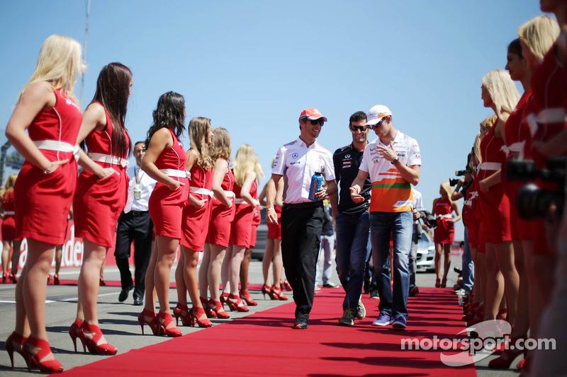 (L naar R): Jenson Button, McLaren, Mark Webber, Red Bull Racing en Paul di Resta, Sahara Force Indi
