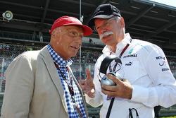 (L naar R): Niki Lauda, Mercedes Non-Executive Chairman met Dr. Dieter Zetsche, Daimler AG CEO op de grid