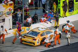 Pit stop for Dave Blaney, Chevrolet