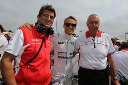 (Da esquerda para direita): Graeme Lowdon, chefe executivo da Marussia F1 Team, com Max Chilton, Marussia F1 Team, e John Booth,chefe de equipe da Marussia F1 Team