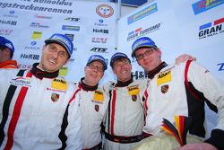 O terceiro colocado geral Jochen Krumbach, Georg Weiss, Oliver Kainz, Michael Jacobs, Wochenspiegel Team Manthey, Porsche 911 GT3 RSR