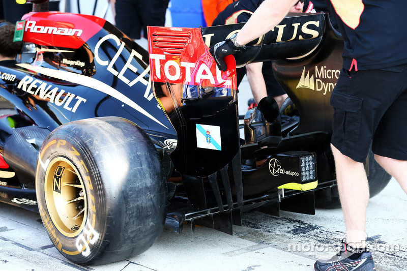 A Galician flag on the rear wing end plate of the Lotus F1 E21 of Romain Grosjean, Lotus F1 Team is displayed as a mark of respect for the victims of the passenger train crash in Galicia