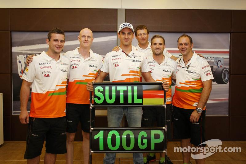 Adrian Sutil, Sahara Force India F1 celebrates his 100th GP with his crew