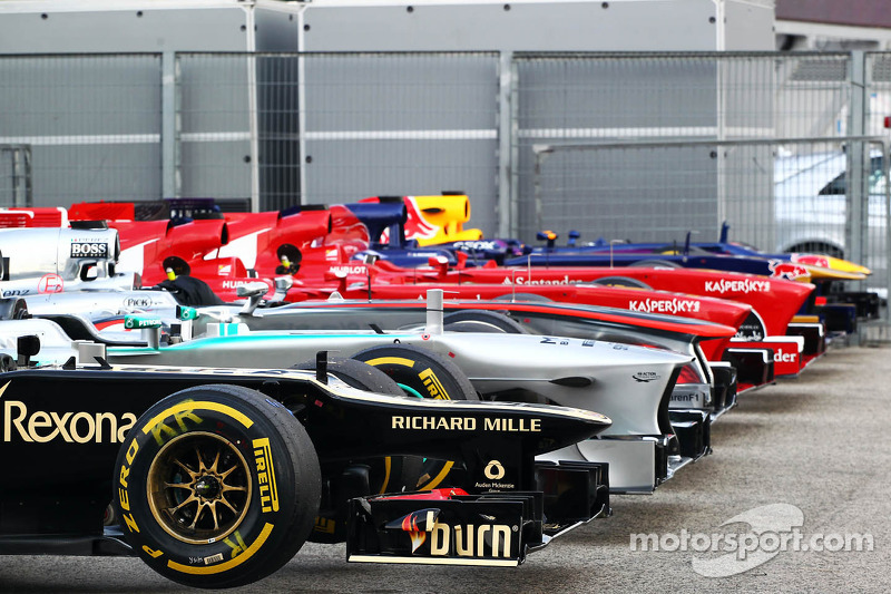 Auto's staan klaar in parc ferme